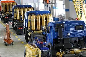 Газовый автобетоносмеситель и работники